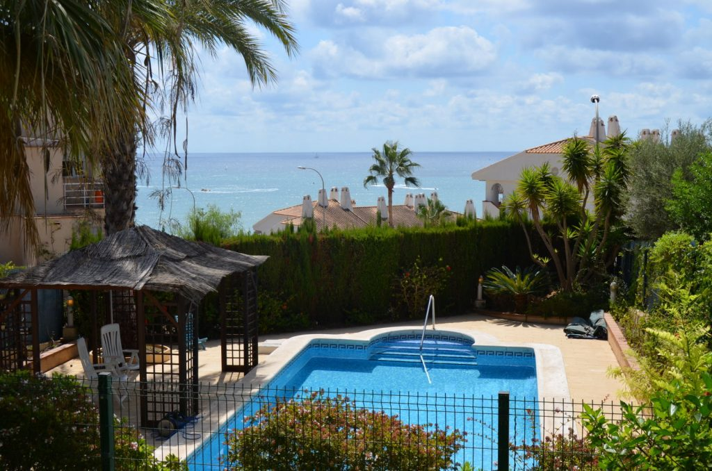 Casa con piscina en Campoamor Orihuela Costa