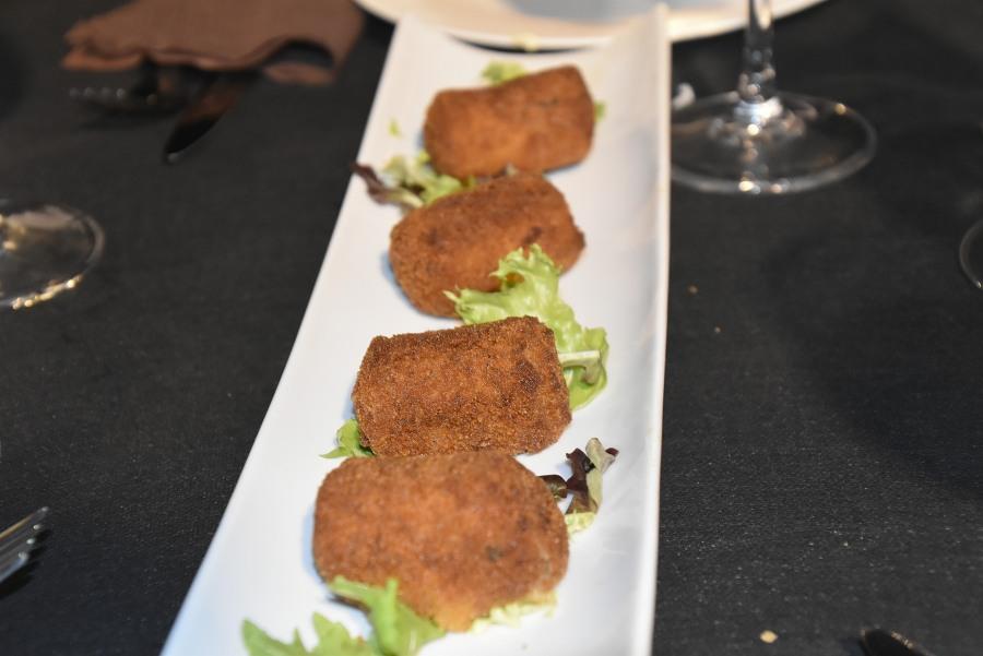 croquetas caseras del restaurante Cheche House en Campoamor